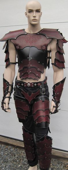 Leather Armor Gothic Full Set by SharpMountainLeather on Etsy Tron Legacy, Fantasy Costumes, Cosplay Costumes, Twilight Princess, Armadura Steampunk, Fantasy Armor, Medieval Fantasy, Fantasy Dress, Gothic