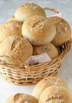 Vågå-rundstykker med bygg - Krem.no Norwegian Cuisine, Norwegian Food, Bread Recipes, Baking Recipes, Piece Of Bread, No Bake Treats, Foodblogger, Diy Food, I Love Food