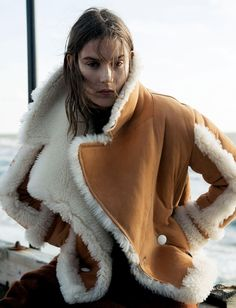 Vogue Netherland September 2016 Vera van Erp by Claudia Knoepfel-1 Fur Fashion, Vogue Fashion, Winter Fashion, Shearling Jacket, Fur Jacket, Fur Coat, Beige Outfit, Sheepskin Coat, Dresses Australia