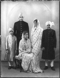 Riyasat-E-NABHA, Maharaja Pratap Singh of Nabha September July was the last ruling MHARAJA of NABHA(dotted turban), 1944 he married Maharani Urmilla Devi the only daughter of Rana Udaybhanu singh of DHOLPUR(rajasthan)-sitting. Royal Life, Royal House, Rare Photos, Vintage Photos, Mystery Of History, History Mysteries, Contexto Social, Royal Indian, Indian Pictures