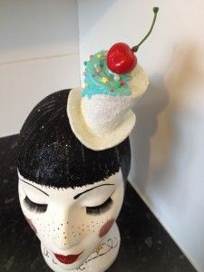 Fashion that makes you hungry: 22 delicious cake fascinators