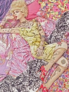 Vogue Italia December 2007. Vogue Patterns by Steven Meisel. Color palette composition made by ColourLovers.