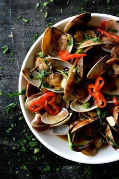 Chinese Stir-fried fresh clams in black bean sauce with garlic, ginger, scallion and cilantro is a classic fermented black bean dish that a perfect summer dsh