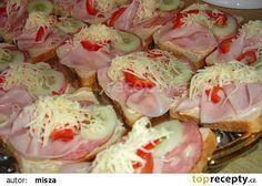 Slaninová pomazánka na chlebíčky recept - TopRecepty.cz Czech Recipes, Ethnic Recipes, Cooking Recipes, Healthy Recipes, Appetisers, Canapes, Food 52, Romantic Dinners, Graham Crackers