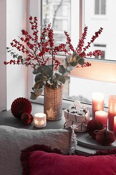 The vase is a very trendy deco element that can make the difference . : The vase is a very trendy deco element that can make the difference . Chinese New Year Decorations, New Years Decorations, Flower Decorations, Christmas Decorations, Seasonal Decor, Fall Decor, Holiday Decor, Christmas Home, Christmas Crafts