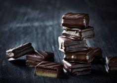 Konfekt trilogi - Lav en trilogi af kakao, marcipan og nougat - Se her! Odense, Rocky Road, Food And Drink, Sweets, Candy, Snacks, Chocolate, Dinner, Desserts