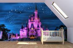 Mediante una foto mural, se consigue que la pared de una habitación transmita una sensación de continuidad con vistas a un castillo de princesa.