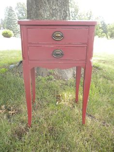 Shades of Amber: Chalk Paint Color Theory - Primer Red Painting Old Furniture, Home Decor Furniture, Vintage Furniture, Painted Furniture, Furniture Ideas, Refinished Furniture, Furniture Redo, Red Chalk Paint, Annie Sloan Chalk Paint