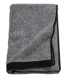 Black. Herringbone-patterned bath towel in cotton terry. Hanger loop on one short side.