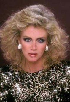 1980s Makeup, Style Année 80, 1980s Hair, Donna Mills, Knots Landing, The Wedding Singer, Kino Film, Glam Hair, Vintage Hairstyles