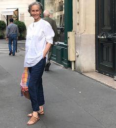 いいね!1,346件、コメント50件 ― Linda Wrightさん(@lindavwright)のInstagramアカウント: 「30 degrees in a city is just a tad too warm for comfort. So, I brought out my 45RPM indigo linen…」