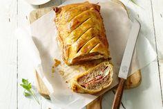 Je zal hoge ogen gooien met dit mooie gehaktbroodje met een originele vulling en krokant jasje. Origineel en lekker!
