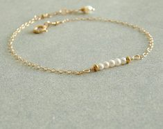 Small Pearl Bracelet natural pearls gold chain by bluegreenjewels Sapphire Bracelet, Sapphire Jewelry, Pearl Bracelet, Pearl Jewelry, Bridal Jewelry, Beaded Bracelets, Jewelry Box, Gold Gold, Bracelets En Argent Sterling