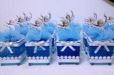Caixinhas Frozen    Lindas caixinhas da Frozen, podendo ser da Ana ou da Elsa  Ideal para lembrancinhas  Tamanho da caixa 6x6cm  Inclui Tag    Favor ler com atenção abaixo:    O prazo para confecção do produto passa a contar a partir da liberação do pagamento. Se houver atraso no pagamento, conse...