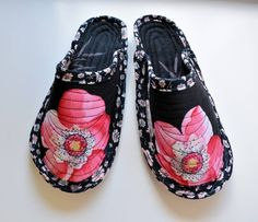 Unique Poppy quilted slippers cotton and wool by FeltSoapGood | Felt The Last Picture Show, Felted Slippers, Wool Sweaters, How To Look Pretty, Printing On Fabric, Poppies, Gucci, Pairs, Pure Products