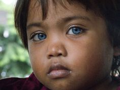 Child from Mangyan Tribe, Philippines. His eyes, his soul Beautiful Green Eyes, Stunning Eyes, Pretty Eyes, Cool Eyes, Amazing Eyes, Beautiful Children, Beautiful Babies, Beautiful People, We Are The World