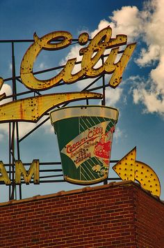 The City, Cream City Ice Creamery - Tennessee Old Neon Signs, Old Signs, Advertising Signs, Vintage Advertisements, Retro Advertising, Vintage Ads, Ford 2000, Retro Signage, Critique D'art