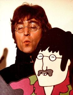 "John Lennon with his ""Yellow Submarine"" likeness Beatles Love, Les Beatles, Beatles Photos, John Lennon Beatles, Jhon Lennon, John Lennon Paul Mccartney, John Lennon And Yoko, Imagine John Lennon, Liverpool"