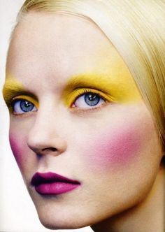 I love this bright yellow eye make up, and exaggerated pink blush