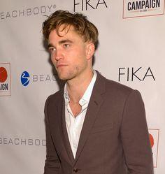 Pin for Later: Robert Pattinson a une Nouvelle Coupe de Cheveux De Côté
