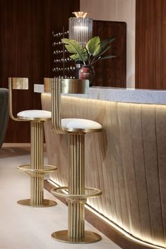 Modern luxury interior design style has an opulent and deluxe personality with an understated elegan Luxury Restaurant, Restaurant Interior Design, Luxury Interior Design, Restaurant Tables, Contemporary Interior, Modern Home Bar, Modern Luxury, Luxury Bar, Modern Homes