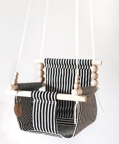 black and linen baby swing fabric swing toddler swing Schommel ARNE Swing Indoor, Porch Swing, Baby Kind, Baby Love, Childrens Swings, Baby Shower Gifts, Baby Gifts, Wood Swing, Easy Baby Blanket