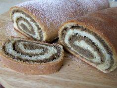 Najlepší kysnutý závin - obrázok 2 Challa Bread, Russian Recipes, Strudel, Pizza Dough, Something Sweet, Hot Dog Buns, Sweets, Polish, Basket