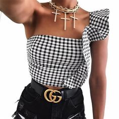 Hugcitar black white plaid crop top with ruffles 2018 women sexy tank tops female fashion bodycon tees Crop Top Styles, Crop Top Und Shorts, Crop Top Outfits, Diy Crop Top, Cropped Tops, Chic Outfits, Fashion Outfits, Streetwear Shorts, Mode Top