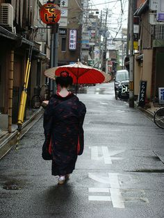Streetside Geisha by jonwick04, via Flickr