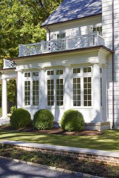 House in Memphis | Exterior Details | Chippendale Railing | Bump Out Bay Windows