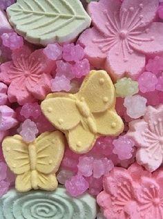 Mini Works of Art Japanese Treats, Japanese Food Art, Japanese Candy, Japanese Culture, Matcha, Beautiful Desserts, Food To Go, Asian Desserts, Candyland