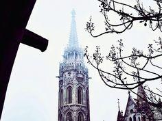«Еще туманное и ажурно-готическое. #будапешт #венгрия #свет #тени #зима #путешествие #европа #небо #город #vscocam #vsco #trip #budapest #hungary  #city…»
