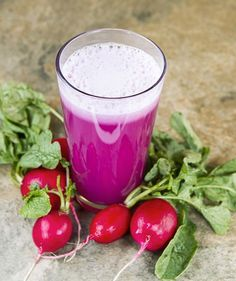 The Super Radish Kidney Detox Juice. If you're looking for something that can detoxify and cleanse your kidneys, here is the perfect juice to help you do that. You'll only need 1 cup radish, 2 cups purple cabbage, 2 stalks celery, lemon. Detox Diet Drinks, Detox Juice Recipes, Healthy Drinks, Detox Juices, Cleanse Recipes, Healthy Detox, Vegan Detox, Easy Detox, Drink Recipes