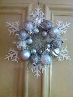 Christmas Crafts wreaths 50 Christmas DIY Decorations Easy and Cheap Diy Christmas Snowflakes, Snowflake Wreath, Blue Christmas, Rustic Christmas, Winter Christmas, Christmas Decorations, Christmas Ornaments, Cheap Christmas, Christmas Time