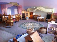 Nursery room at the Cincinnati Waldorf School Waldorf Playroom, Waldorf Preschool, Preschool Rooms, Play Spaces, Learning Spaces, Classroom Design, Classroom Decor, Reggio, Montessori
