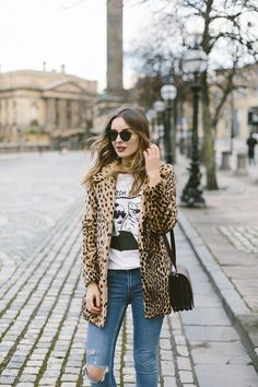Leopard print coat, ripped skinny jeans and a Taylor Swift T - all on my favourite blogger!