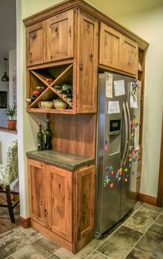 Small Kitchen Makeover Gorgeous Small Kitchen Remodel Ideas 27 - Remodeling your small kitchen shouldn't be a difficult task. When you put your small kitchen remodeling idea on paper, just […] Rustic Kitchen Cabinets, Kitchen Redo, Kitchen Storage, 10x10 Kitchen, Kitchen Rustic, Ranch Kitchen, 1950s Kitchen, Vintage Kitchen, Colonial Kitchen