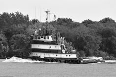 The good tug First Coast, tooling up the Delaware River past Pennypack Park in Philadelphia.