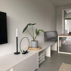 Klepbanken - eettafel banken Archieven - Oud is nieuw Ikea Bank, Diner Table, Living Room Tv, Room Inspiration, Living Room Designs, Sweet Home, Bedroom Decor, New Homes, Interior Design
