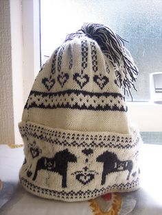 Ravelry: misscarrot's Dala Hest Hat Patern frefers you to a mitten pattern with Dala. Loved my days in Sweden.