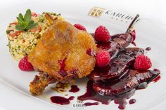 Duck leg with bulgur wheat and beetroot and raspberries cream Beetroot, Raspberries, Delicious Food, French Toast, Cream, Breakfast, Bulgur, Creme Caramel, Chowder