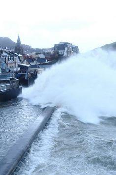 Waves crashing, Ilfracombe, North Devon. #NDevon #NorhhDevon