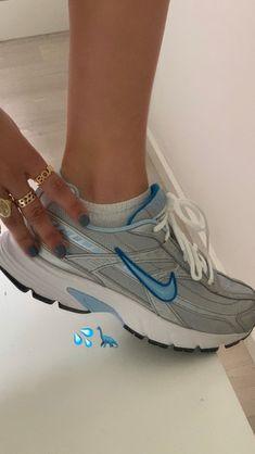 Pretty Shoes, Cute Shoes, Me Too Shoes, Baskets, Aesthetic Shoes, Dream Shoes, Mode Inspiration, Pumps, Heels