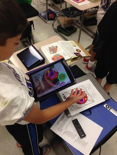 Studying cells and organelles with augmented reality using the #Quiver app. #Navigators #ipadacademy