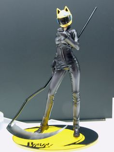 Celty from Durarara! I want to cosplay as her! Japanese Modern, Cosplay Armor, Anime Merchandise, Durarara, Manga Girl, Pose Reference, Catwoman, Chibi, Otaku