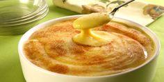 Curau de milho  Ingredientes:    . 6 espigas de milho-verde bem frescas  . 1,5 litro de leite  . 2 colheres (sopa) de manteiga  . 1 ½ xícara (chá) de açúcar  . Canela em pó a gosto  from http://mdemulher.abril.com.br/culinaria/receitas/receita-de-curau-milho-641744.shtml