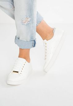 MERANE - Trainers - white. upper material:imitation leather/ textile. detail:decorative seams. shoe toecap:round. shoe fastener:laces. Fabric:Synthetic leather. Cover sole:textile. Pattern:plain. Heel type:flat. Padding type:Cold padding. Sole:synthetics. Internal material:...