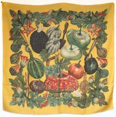 0cb4e0001674 859 mejores imágenes de Scarves Hermes   Hermes scarves, Silk ...