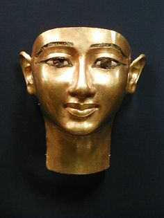 Golden funerary mask of Wendjebauendjed, a military commander and high priest during Ancient Egypt's Dynasty BCE). Now in the Cairo Museum. Ancient Egypt History, Ancient Egyptian Art, Egyptian Mask, Cairo Museum, Statues, Egypt Mummy, Kemet Egypt, Art Ancien, Cairo