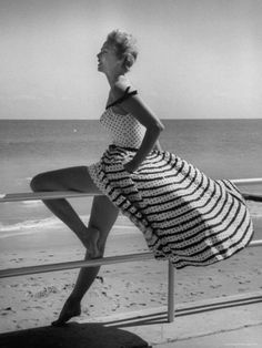 gorgeous 1950s dress on the beach.